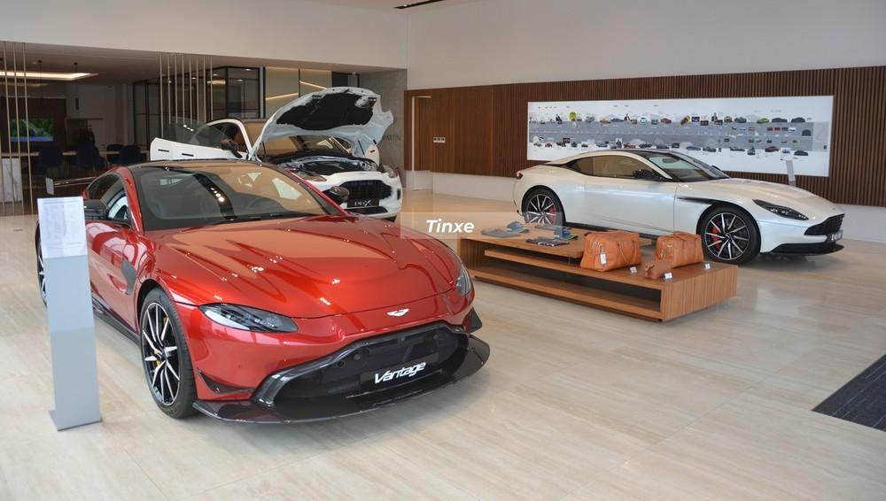 Sau hơn 2 năm về nước mà không có người mua, Aston Martin V8 Vantage 2018 thứ 2 tại thị trường Việt Nam đã tìm thấy chủ nhân là người chơi hệ siêu xe khét tiếng nhất nước