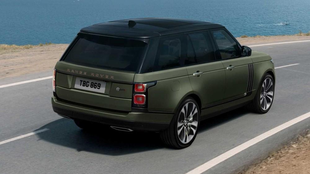Range Rover SVAutobiography Ultimate Edition 2021 được sơn màu xanh lục với nóc đen tương phản