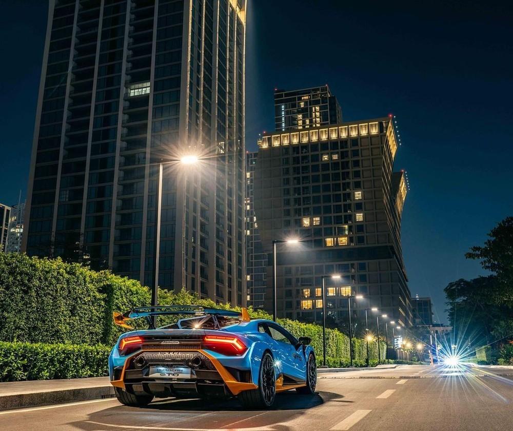 Lamborghini Huracan STO có giá cao hơn 90.000 đô la so với bản Lamborghini Huracan EVO