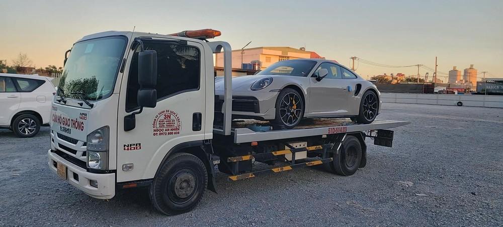 Hình ảnh chiếc xe thể thao Porsche 911 Turbo S đời 992 đầu tiên về nước