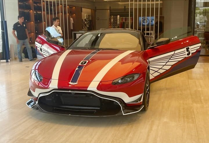 Chiếc xe Aston Martin V8 Vantage này có giá bán gần 15 tỷ đồng