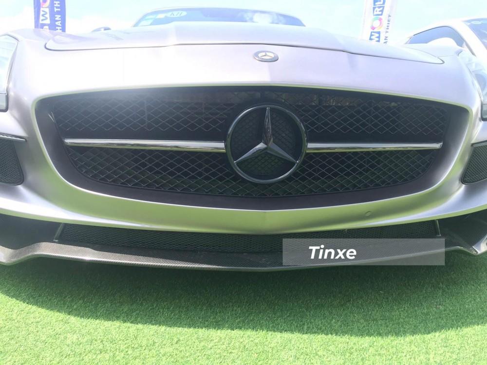 Cận cảnh phần đầu xe Mercedes-Benz SLS AMG độ bodykit Black Series