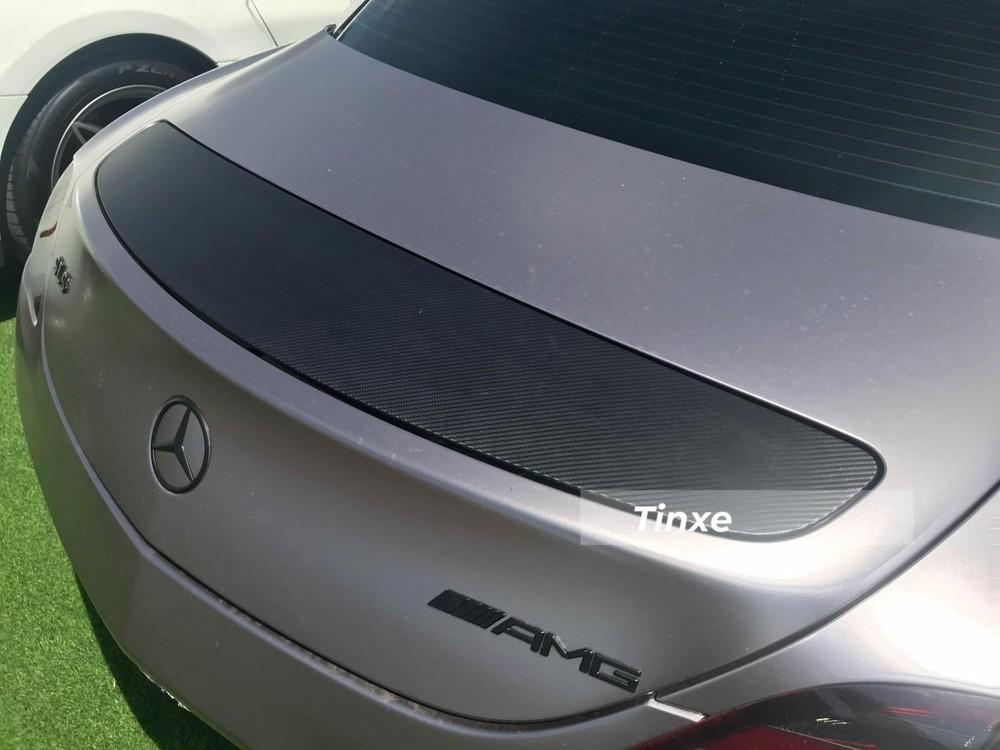 Cánh gió đuôi của Mercedes-Benz SLS AMG. Lúc mới ra mắt Việt Nam, siêu xe Mercedes-Benz SLS AMG có giá 8,2 tỷ đồng, đến năm 2015, chiếc Mercedes-Benz SLS AMG chính hãng thứ 2 về nước được bán với mức giá gần 12 tỷ đồng. Chiếc xe Mercedes-Benz SLS AMG thứ 3 là bản giới hạn được nhập khẩu chính hãng về Việt Nam cho gia đình chồng Hà Tăng nên không được tiết lộ giá bán. Cả 3 chiếc Mercedes-Benz SLS AMG này sau đó được Chủ tịch Trung Nguyên thu gom mua về, trong đó, chiếc đầu tiên do Đặng Lê Nguyên Vũ đặt mua chính hãng từ năm 2010