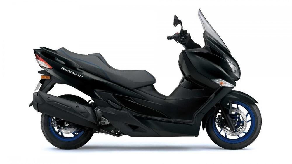 Suzuki Burgman 400 2021 sở hữu thiết kế maxi-scooter đồ sộ