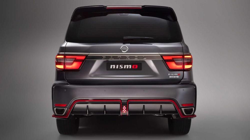 Nissan Patrol Nismo 2021 màu bạc