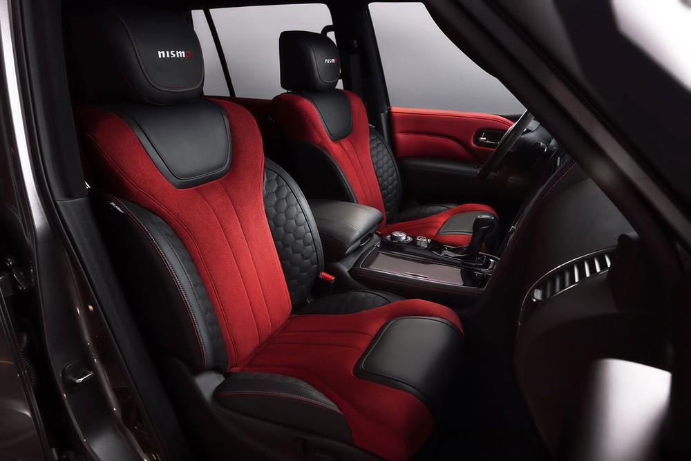 Ghế của Nissan Patrol Nismo 2021 được bọc bằng Alcantara phối da