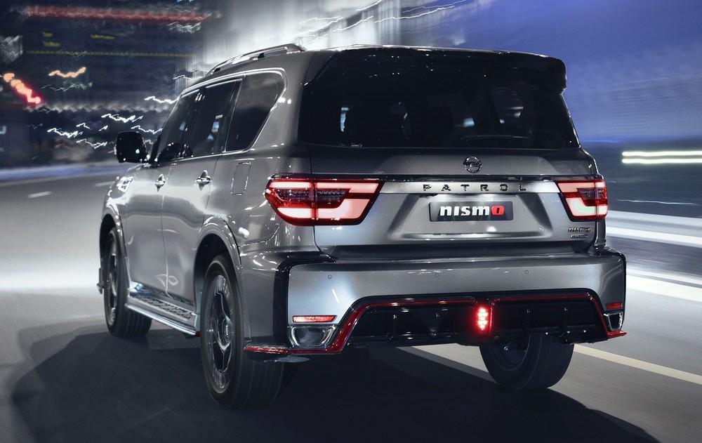 Nissan Patrol Nismo 2021 còn có cánh gió mui và cản sau hầm hố