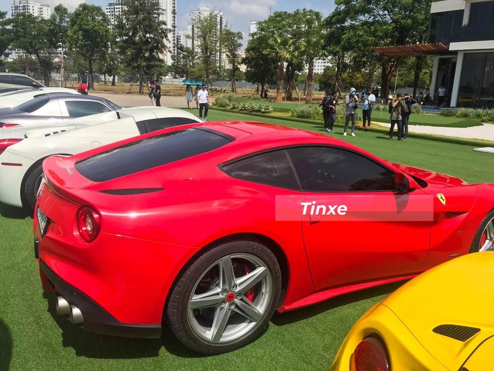 Hiện chiếc xe Ferrari F12 Berlinetta này đã về màu sơn đỏ nguyên bản theo xe