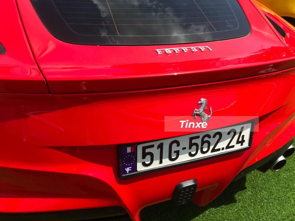 Ferrari F12 Berlinetta sử dụng động vơ V12 của xe