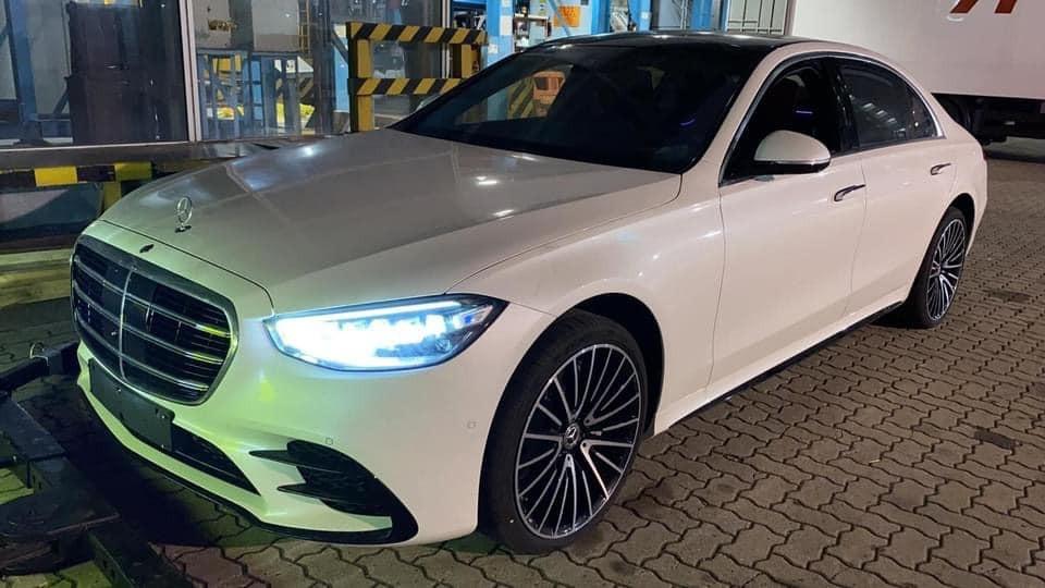 Hình ảnh chiếc xe Mercedes-Benz S500 2021 lúc còn ở cảng