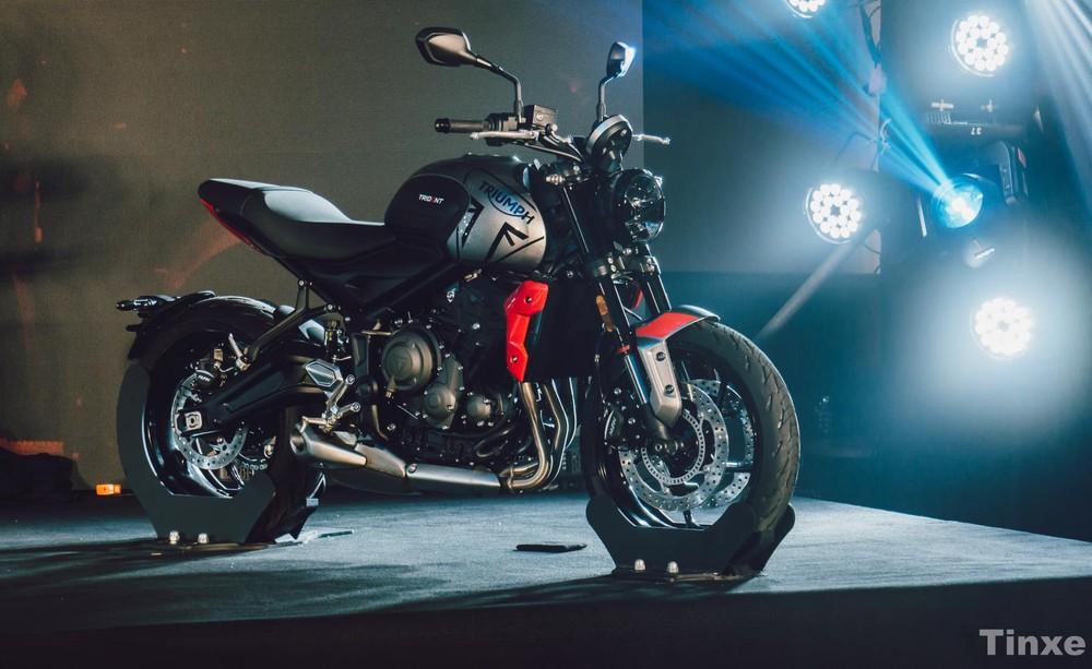 Triumph Trident 660 có giá bán chính thức tại Việt Nam ở mức 269,9 triệu đồng và cạnh tranh trực tiếp với các mẫu xe như Honda CB650R, Kawasaki Z650 và Ducati 797 tại Việt Nam.