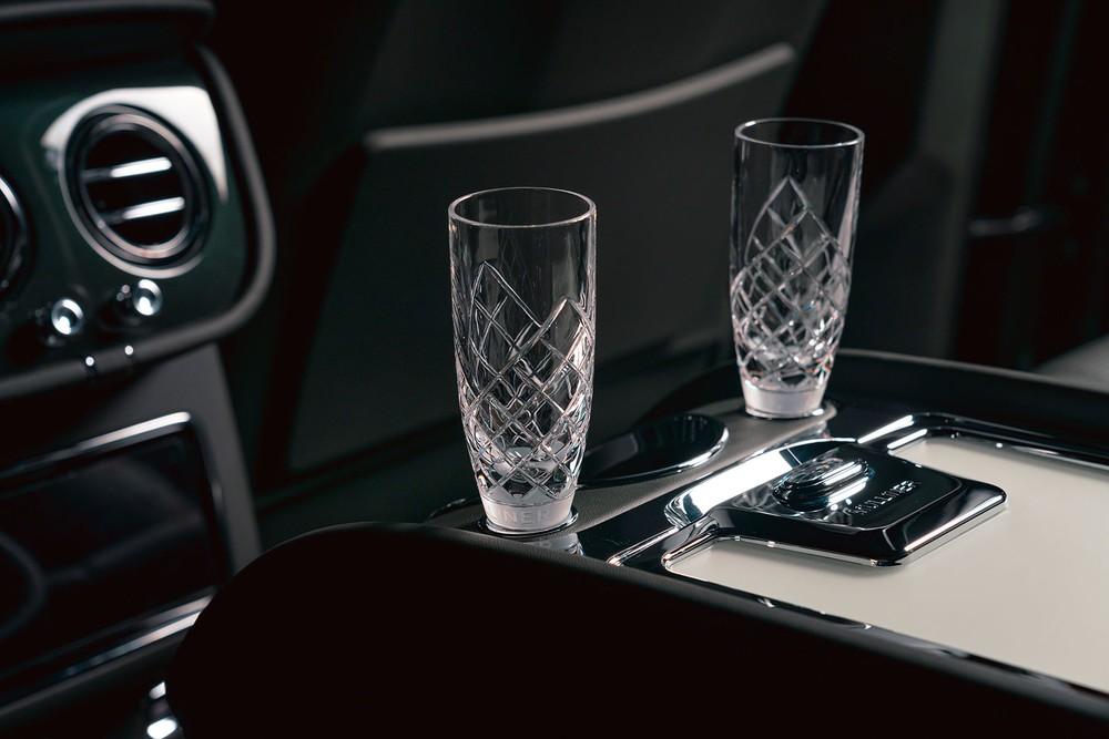 Cặp ly pha lê của Bentley Bentayga Hybrid