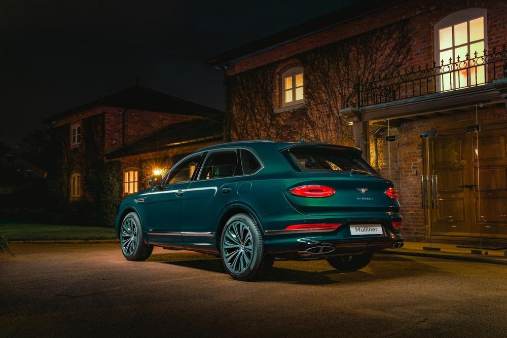 Bentley Bentayga Hybrid có ánh hổ phách và vàng kim