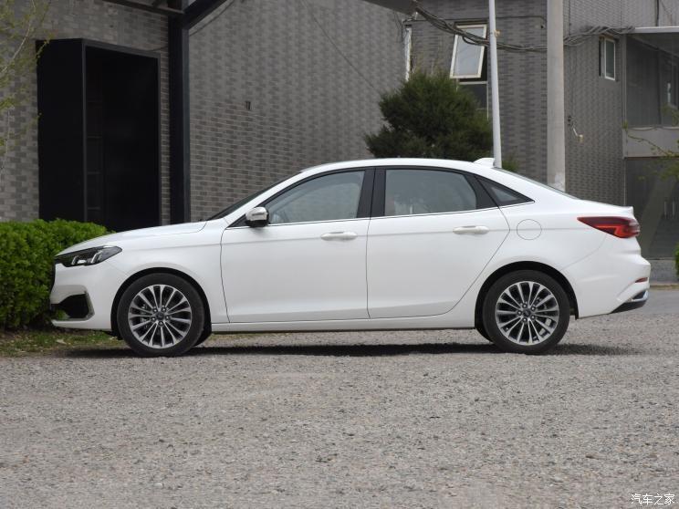 Ford Escort 2021 là sedan cỡ C