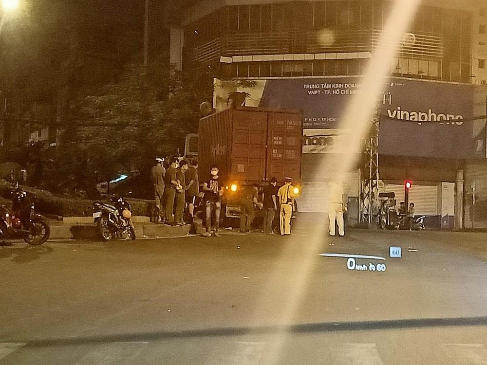 Hiện trường vụ tai nạn giữa xe container và xe máy khiến 1 người tử vong