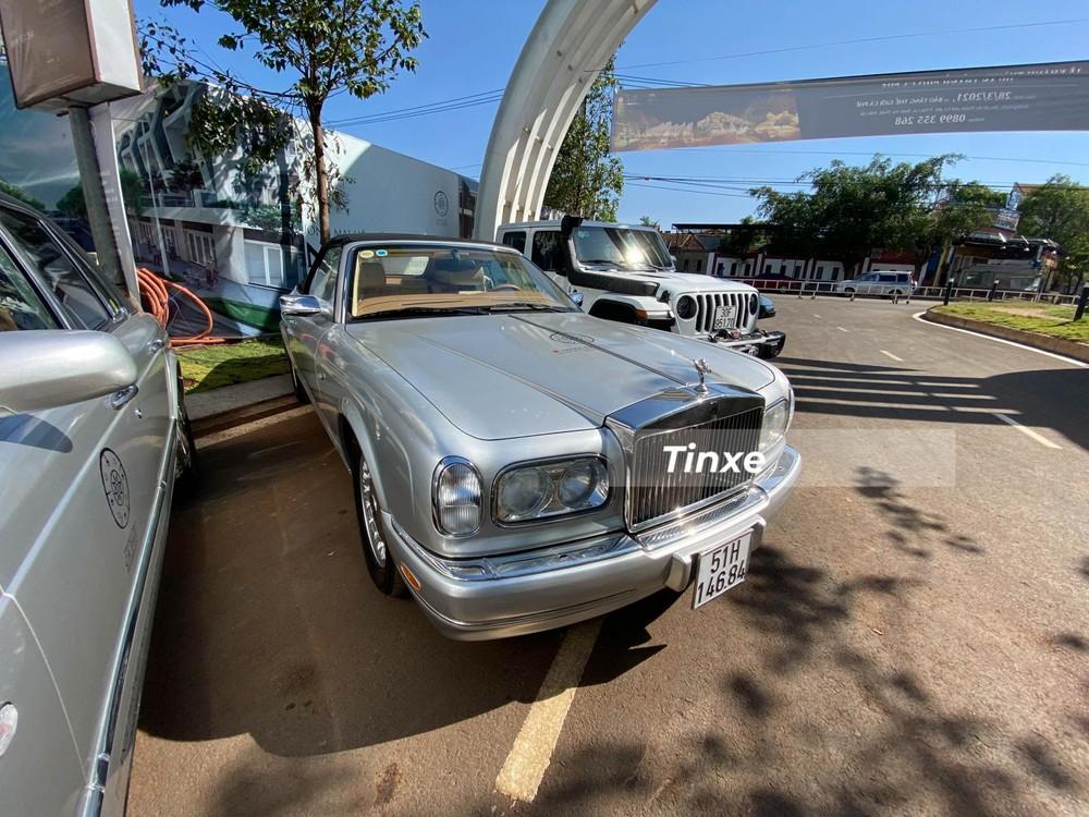 Dàn xe Rolls-Royce của Trung Nguyên không chỉ có Ghost, từng sở hữu Wraith, Phantom, xe mui trần Phantom Drophead Coupe mà còn có cặp đôi xe hiếm có là Rolls-Royce Corniche đời 2000 hay Rolls-Royce Silver Seraph đời 1999.