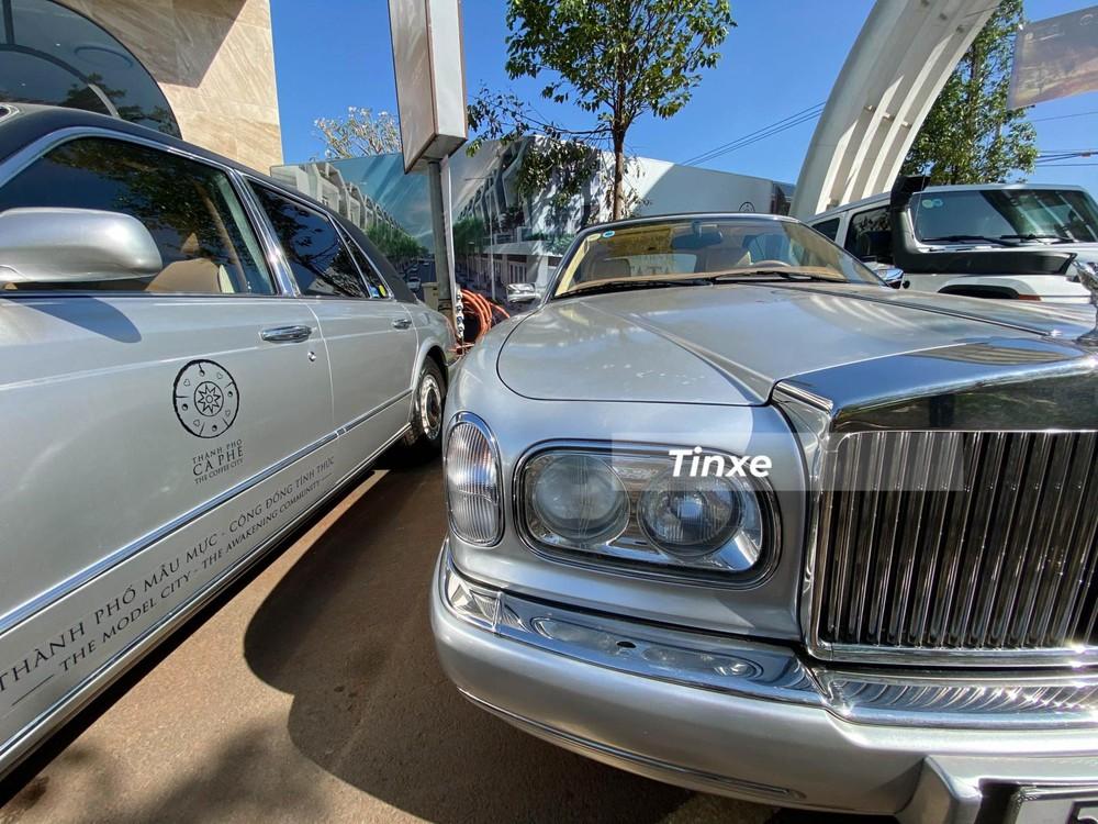 Rolls-Royce Corniche trải qua đến 5 thế hệ và chiếc xe siêu sang mui trần Rolls-Royce Corniche của ông Đặng Lê Nguyên Vũ thuộc bản cuối cùng, sản xuất chỉ đúng trong 2 năm là 2000 đến 2002. Vì thế, nhiều người hay gọi mẫu xe Rolls-Royce Corniche theo các năm để thể hiện cho chiếc xe Rolls-Royce Corniche cuối cùng sản xuất.