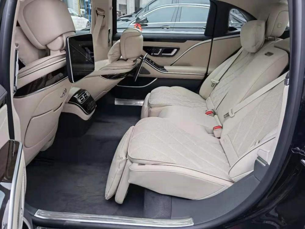 Hàng ghế sau của Mercedes-Maybach S480 2021