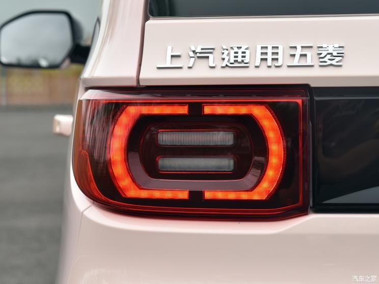 Wuling Hongguang Mini EV Macaron 2021 cũng có những trang bị an toàn cơ bản