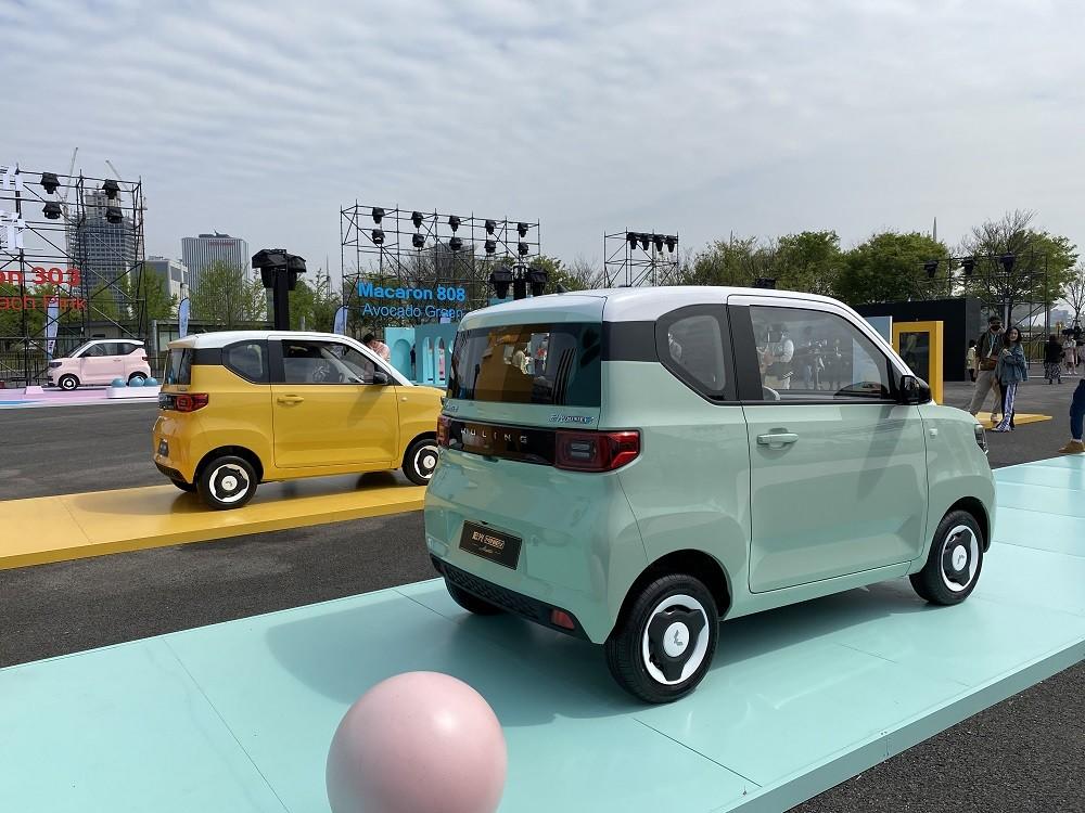 Wuling Hongguang Mini EV Macaron 2021 sơn phối 2 màu