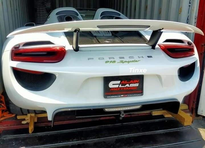 Hiện chiếc Porsche 918 Spyder này đã về garage của nữ doanh nhân 9X Gò Vấp cùng với Ferrari F8 Spider, Ferrari SF90 Stradale, McLaren 765LT, Lamborghini Aventador SVJ