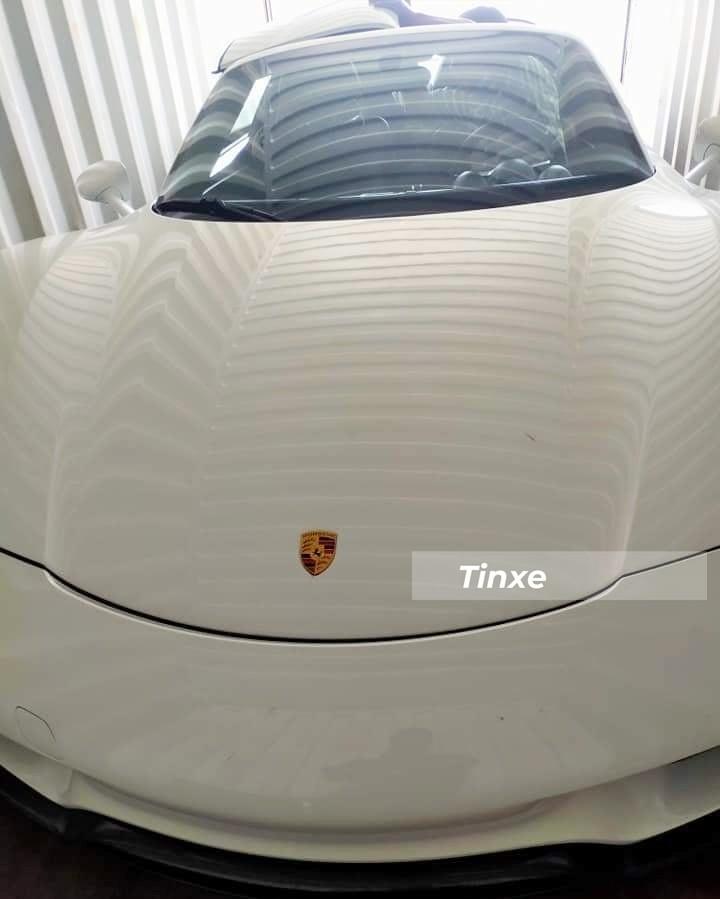 Hình ảnh khui công chiếc siêu xe Porsche 918 Spyder tại cảng Cát Lái vào cuối tháng 3 vừa qua