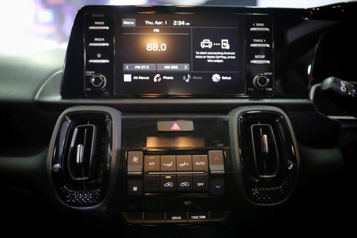 Kia Sonet 7 chỗ được trang bị màn hình thông tin giải trí 10,25 inch
