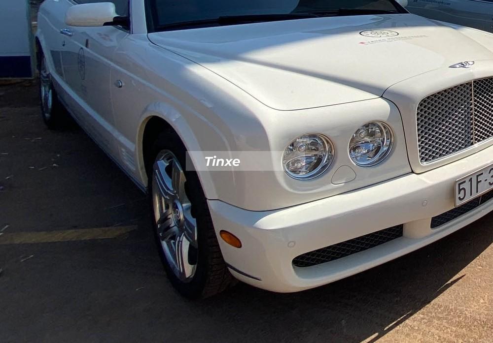 Bentley Brooklands Coupe có giá tính lệ phí trước bạ là 16,606 tỷ đồng