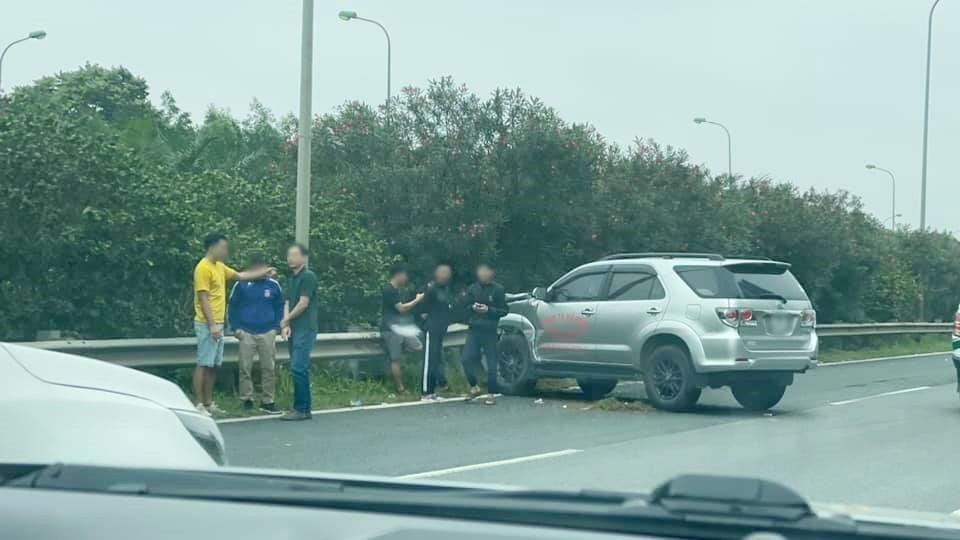 Xe Toyota Fortuner hư hỏng nặng