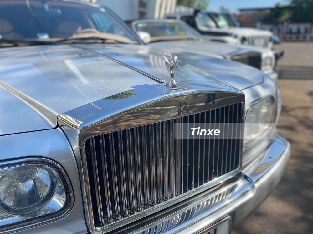 Rolls-Royce Silver Seraph sử dụng động cơ V12, dung tích 5.4 lít