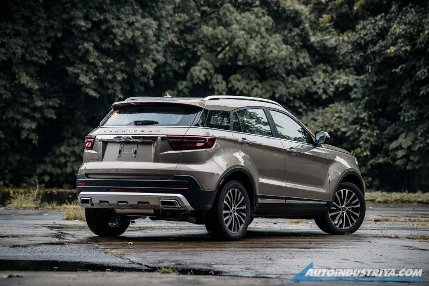 Thiết kế đằng sau của Ford Territory được đánh giá là giống xe Land Rover