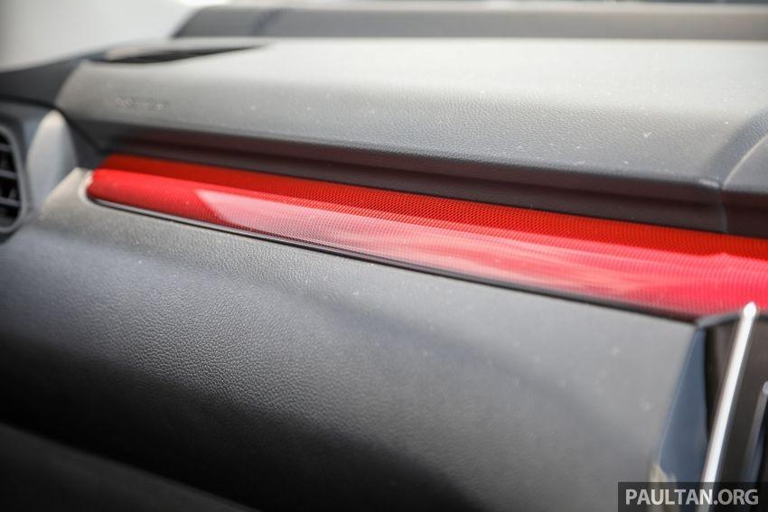 Điểm nhấn nội thất màu đỏ của Suzuki Swift Sport 2021