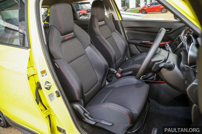 Ghế ôm lấy thân người ngồi của Suzuki Swift Sport 2021