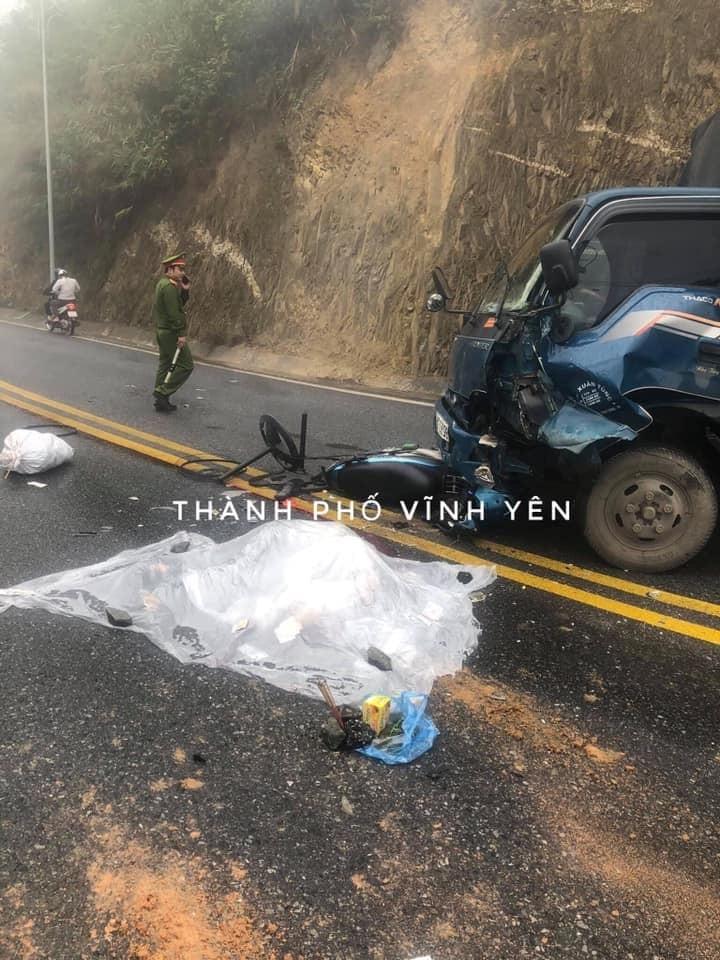 Cả hai chiếc xe đều bị hư hỏng nặng sau vụ tai nạn