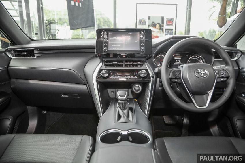 Nội thất bên trong Toyota Harrier 2021 tại Malaysia