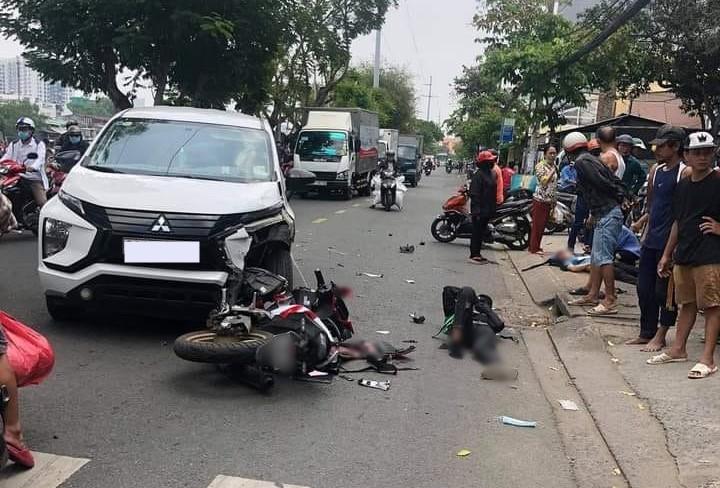 2 người đi xe máy chấn thương nặng