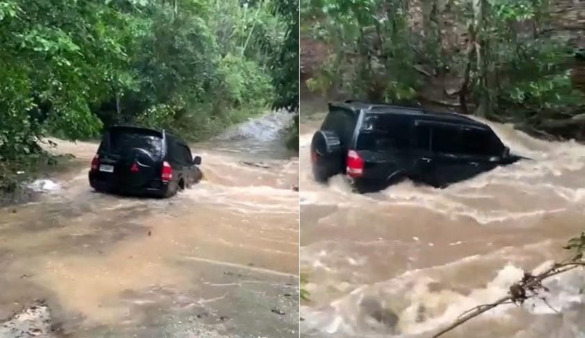 Mitsubishi Pajero bị nước sông cuốn đi