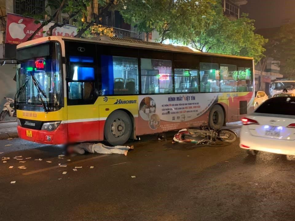 Vụ va chạm giữa xe máy và xe buýt trên phường Ngọc Lâm vào tối qua