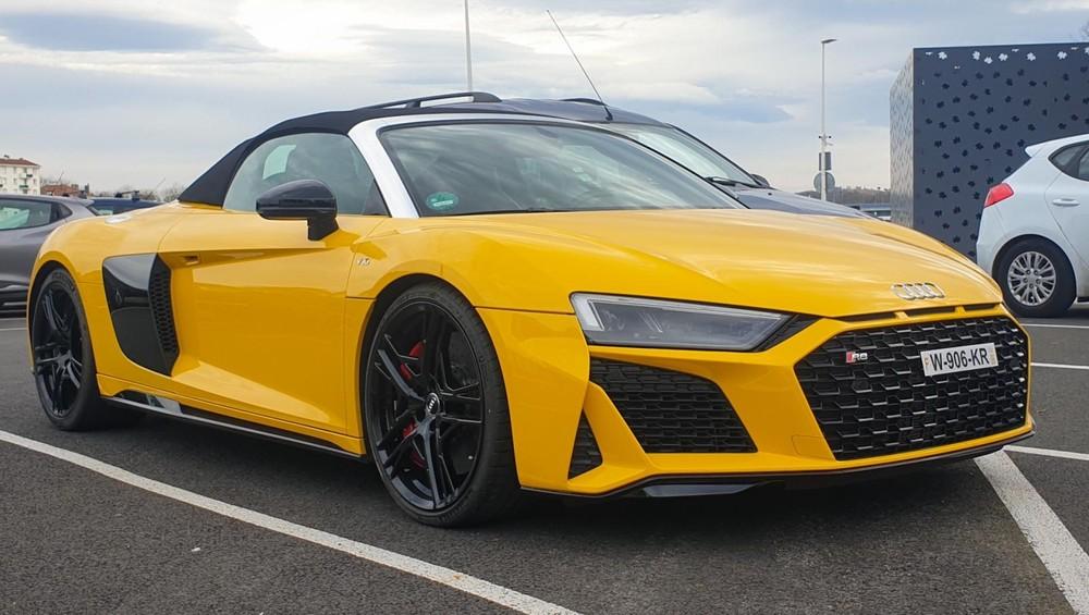 Diện mạo siêu xe Audi R8 V10 Spyder 2021