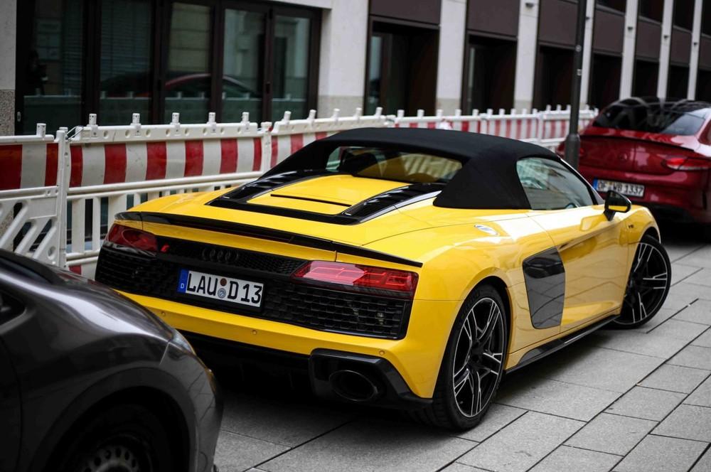 Siêu xe Audi R8 V10 Spyder 2021 sở hữu mui xếp mềm