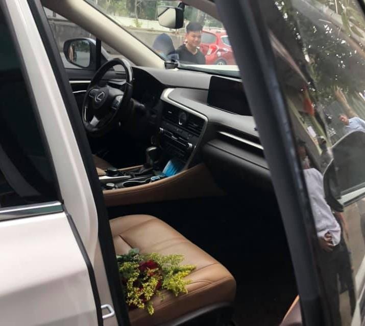 Chiếc xe Lexus RX gặp nạn