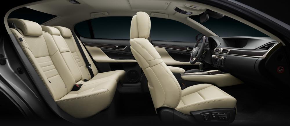Thiết kế nội thất bên trong đầy sang trọng của mẫu xe Lexus GS.