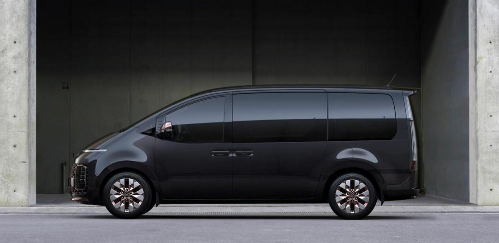 Hyundai Staria 2021 là xe MPV cỡ lớn