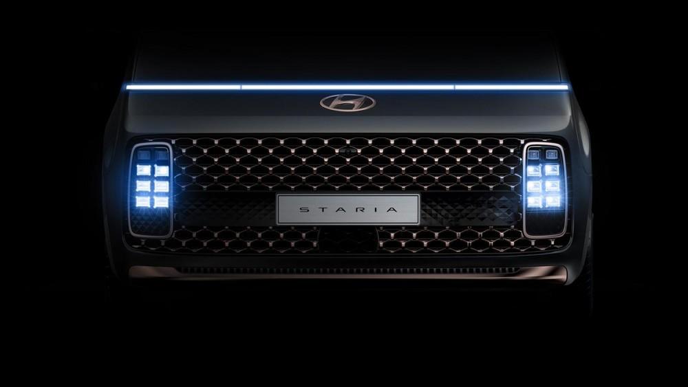 Hệ thống đèn ấn tượng của Hyundai Staria 2021 trong đêm