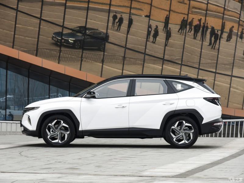 Hyundai Tucson L 2021 có chiều dài cơ sở nhỉnh hơn 85 mm so với bản thường