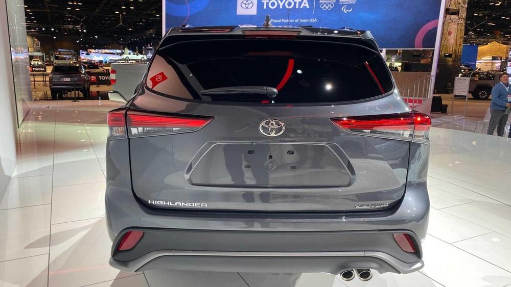 Thiết kế đằng sau của Toyota Highlander XSE