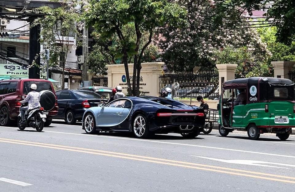 Bugatti Chiron trên đường phố Campuchia