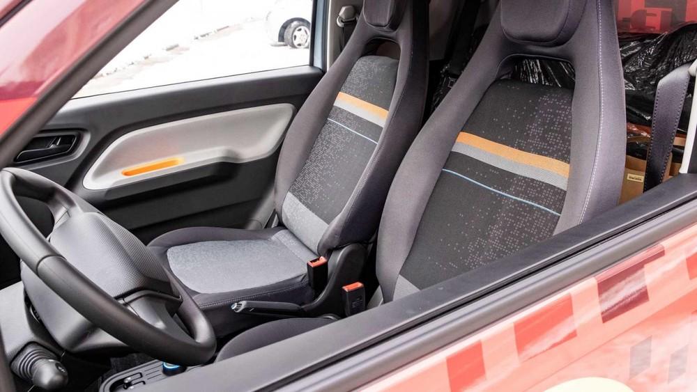 Tương tự Wuling Hongguang Mini EV, FreZe Nikrob EV có 4 chỗ ngồi