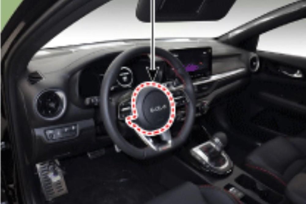 Vô lăng vát đáy của Kia Cerato 2021 bản GT