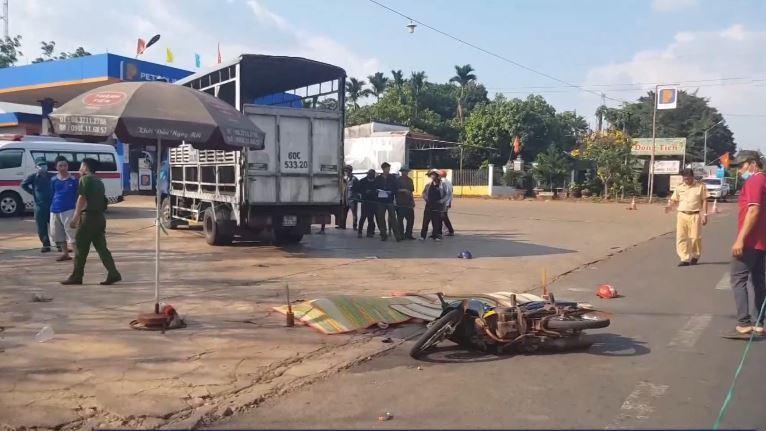 Vụ tai nạn làm 2 người đi trên xe máy tử vong tại chỗ